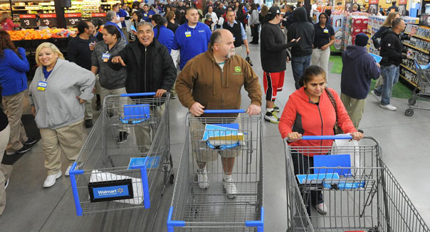 Jan. 23, 2013 - Patterson, California, U.S. - ELIAS FUNEZ/efunez@modbee.com.Patterson Walmart shoppers roll their carts into the new store after Wednesday morning's grand opening.  The largest Walmart store in the state of California boasts a full grocery